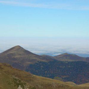 Areng et Aspet - La montagne d'Areng (2 079 m) et le pic de mont Aspet (1 849 m) vus du mont Né