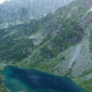 Lac d'Estom... Pic de Cestrède - Départ à l'aube du refuge d'Estom, vue du sentier des lacs