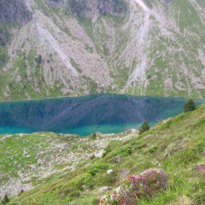Reflets... Départ à l'aube sur le sentier du refuge d'Estom vers les lacs d'Estibe Aute...