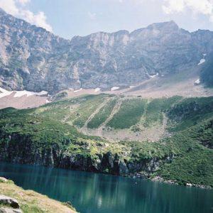 Le lac de Peyrelade - À 1 919 m, situé en-dessous de Pène Blanque... 2 743 m