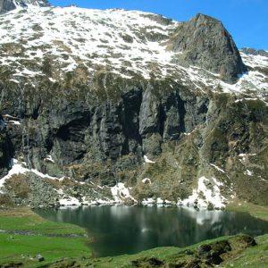 Lac d'Espingo - Lac situé en amont du lac d'Oo, à 1 882 m