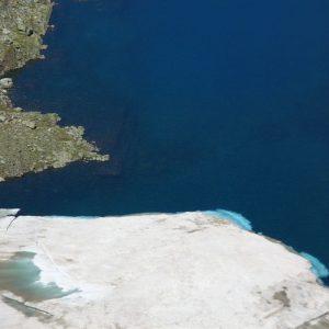 Langue de glace... Au pied du col, le côté est du lac des Gentianes