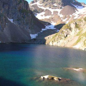 Lac de Labas et le pic d'Estom - Le lac au petit matin, et le pic d'Estom Soubiran (2 829 m)