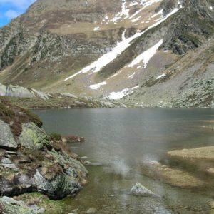 Lac de Saussat - Côté sud, l'altitude de ce lac est de 1 921m
