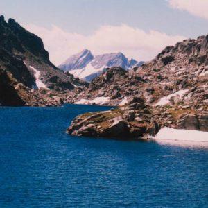 Lac du Pourtet - Les deux presqu'îles sont sur la gauche de la photo. C'est le lac d'altitude le plus haut où j'ai encore osé m'immerger entièrement... !