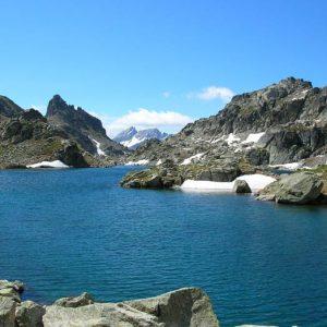 Le lac du Pourtet - Ici, vue de la berge nord vers le sud de ce lac vraiment très beau, situé à 2 420 m d'altitude