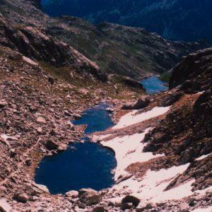 Les Laquets - Vue du déversoir du lac du Pourtet, les laquets et le lac de l'Embarrat du Pourtet