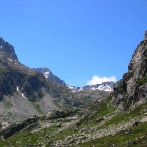 Pé-det-malh, 2 053 m - De proche en loin, Hount Frido (2 501 m), pic Falisse (2 765 m), Grande Pache (3 005 m)