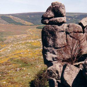 Rocs de Montal - À l'horizon le Finiels, mont Lozère