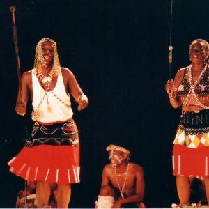 Zoulou, Ensemble rituel Sangoma, Afrique du Sud - Les sangomas sont l'équivalent des hommes-médecine amérindiens, ce sont là des femmes... médecine... le plus souvent