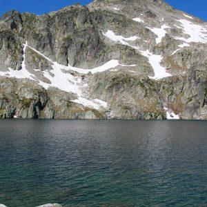Soum de Bassia, 2 758 m -  Au pied du Soum de Bassia, le lac du Pourtet