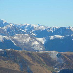Le Montlude 2 512 m - Au-delà du Tuc de Bidur (2 019 m), vers l'est le Montlude dans le Val d'Aran en Espagne