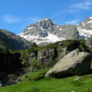 Estom Soubiran et pic de Labas - Cascade avant d'arriver au lac, l'Estom Soubiran et le pic de Labas (2 946 m)