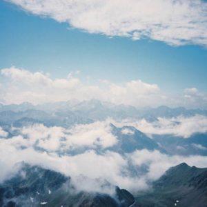Chaîne du Vignemale - En fond le massif du Vignemale (3 298 m) à la frontière de l'Espagne...