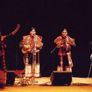 Awatinas - Authentiques descendants des Aymaras, ils interprètent des mélodies de transmissions orales de leurs ancêtres. Représentants fidèles d'un peuple qui a su résister aux tentatives de liquidation culturelle