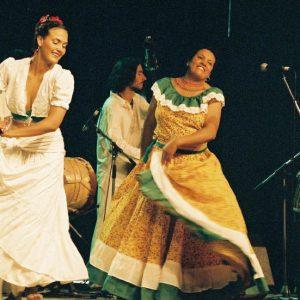 Carolina y Vicky - Du groupe Lumbalu