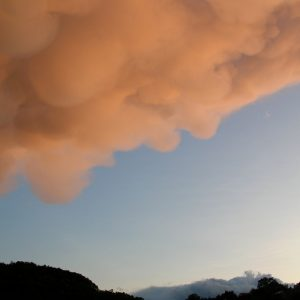 nuages (un mammatus) un soir d'été (Montjaux -Aveyron)