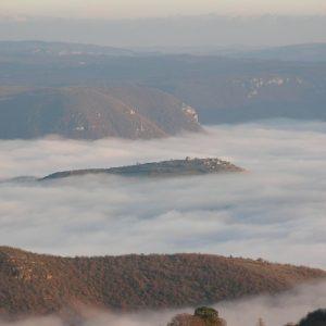 """Luzençon, """"île"""" dans la mer de nuage ... (Aveyron)"""