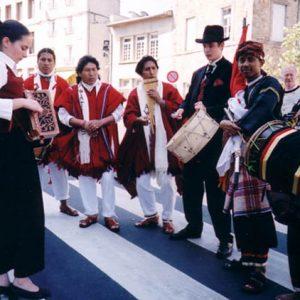 Amitié culturelle des Peuples - Instants précieux d'harmonie culturelle, à Yssingeaux, (Haute-Loire, 43), été 2004
