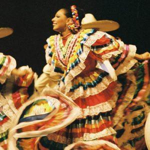 Danseuses mexicaine... de l'ensemble Ballet Huichol