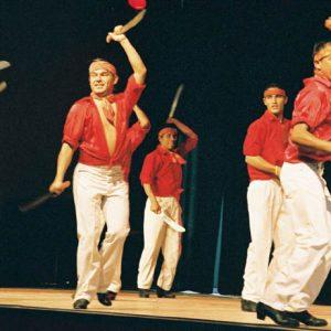 Danse des machettes... Danseurs de l'ensemble Ballet Huichol