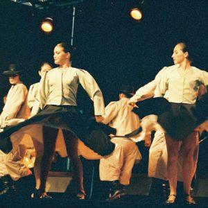 Danza America - Cet ensemble d'Amérique Latine se compose de trente-cinq danseuses, danseurs et musiciens...